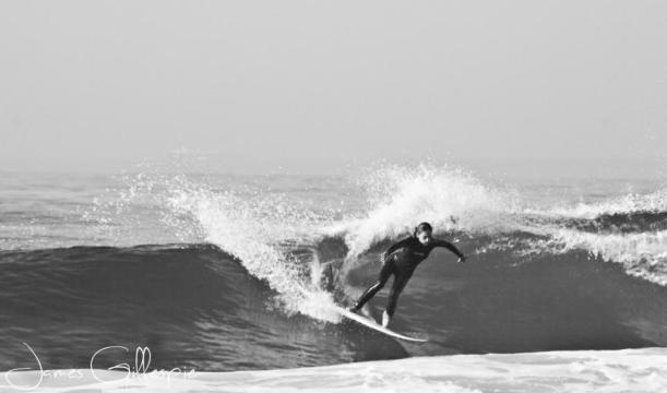Surfing Caleta